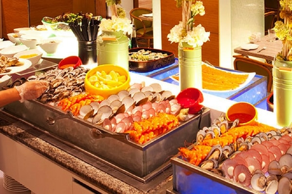 Seafood Buffet at Window on the Park, Holiday Inn Singapore Orchard City Centre - SingSaver