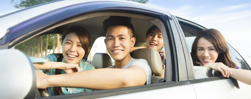 young adults in a grab share grab hitch car pooling