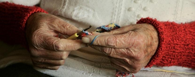retiree knitting hands