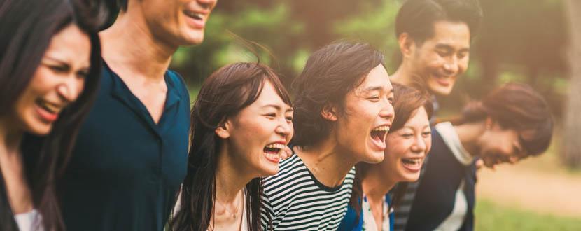 7 friends sharing a laughter -SingSaver