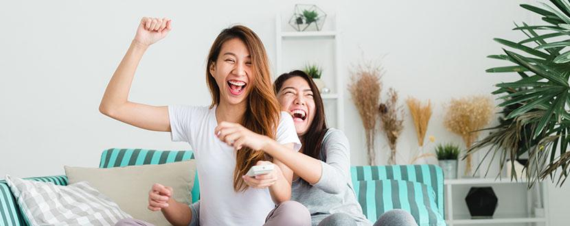 2 best friends having fun -SingSaver