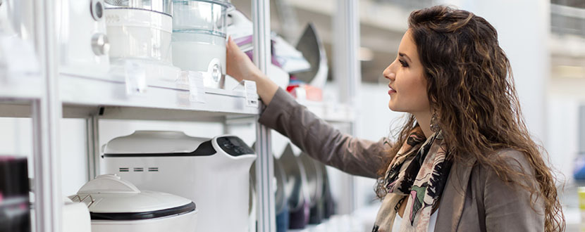 Lady buying kitchenware  -SingSaver