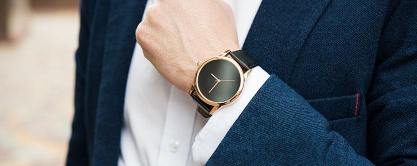 Man wearing a watch -SingSaver
