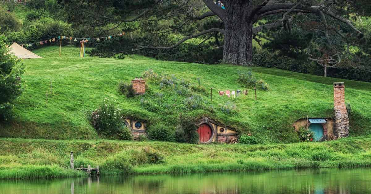 Hobbiton Movie Set in Lord of the Rings - SingSaver