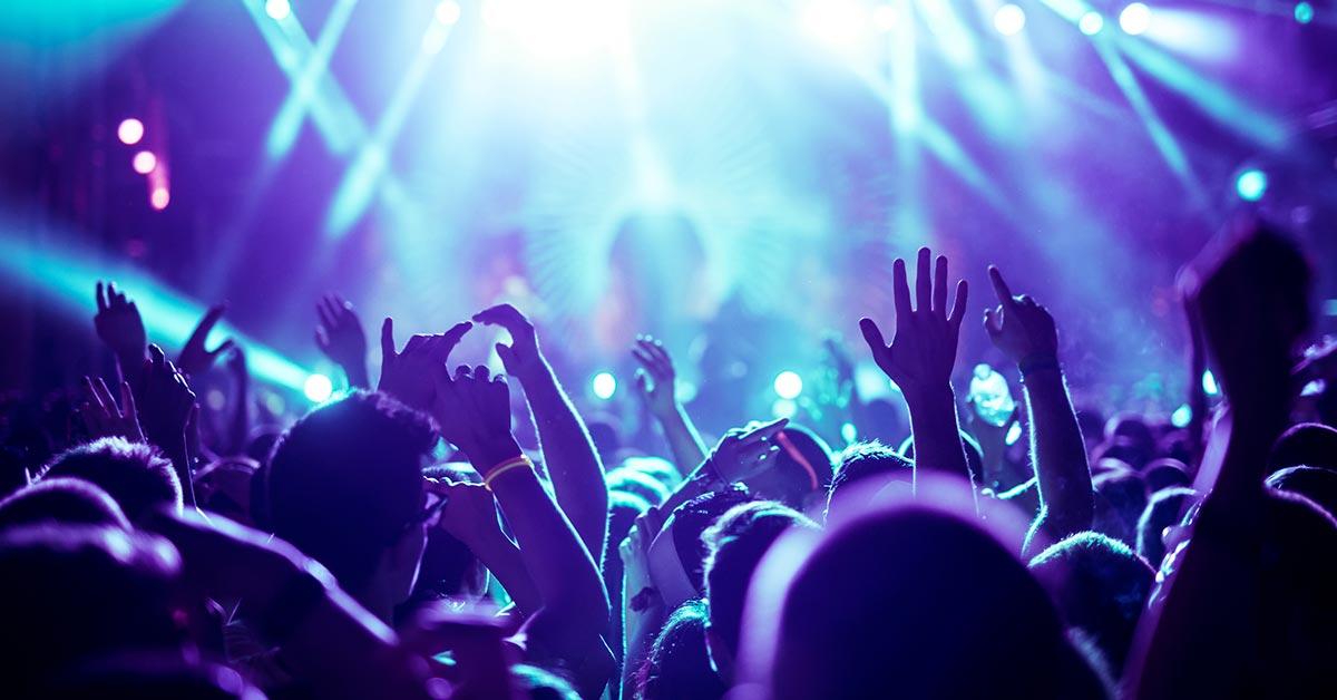 Night party scene - SingSaver
